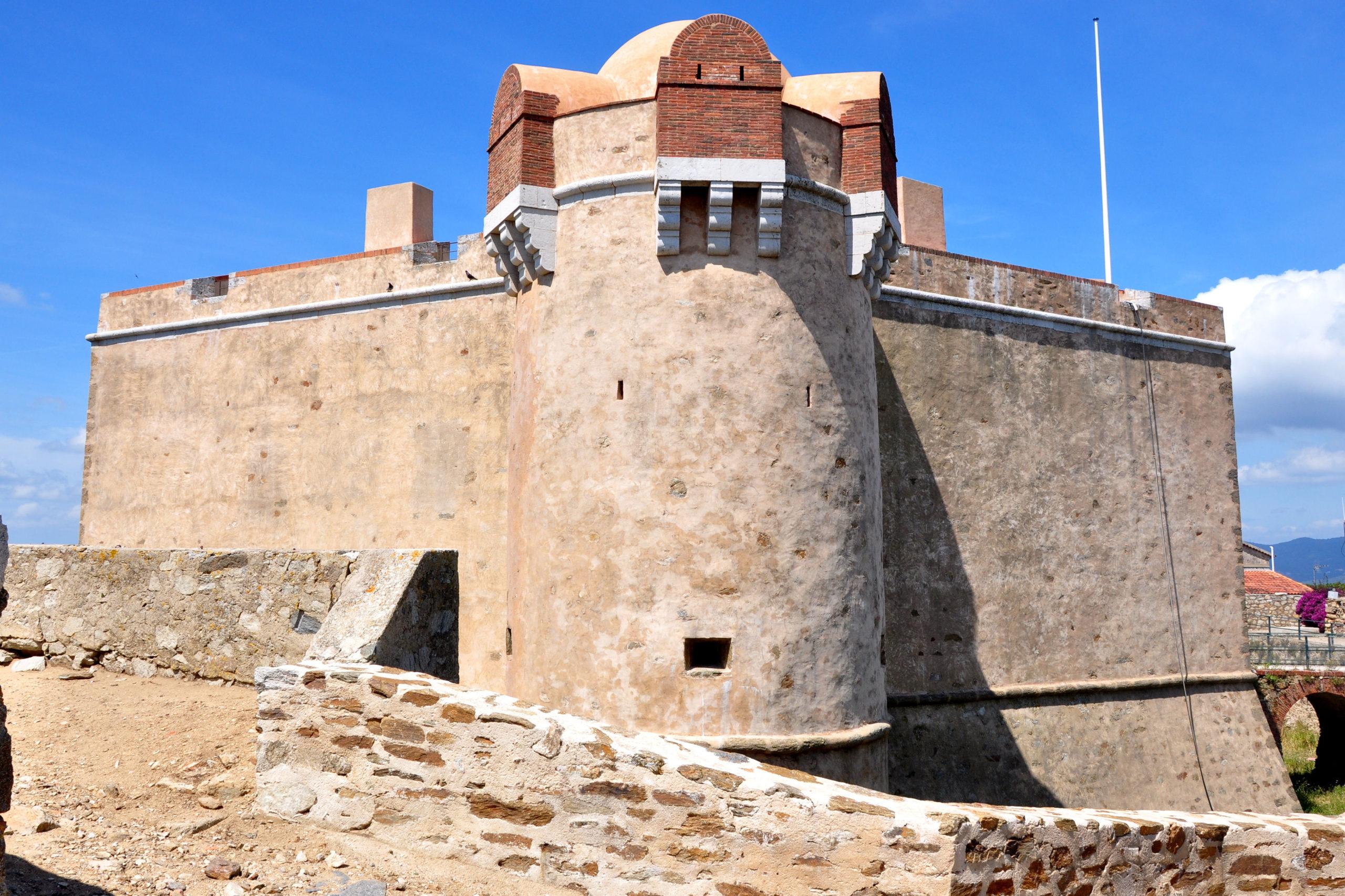 Saint-Tropez_-_Donjon_de_la_Citadelle - Visit Provence