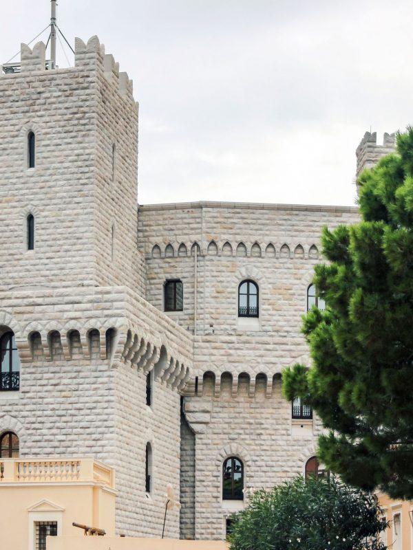 Bâtiments dans le château de monaco - Visit Provence