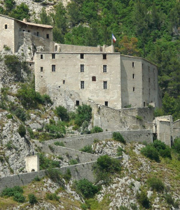 Entrevaux - Citadelle - Visit Provence France