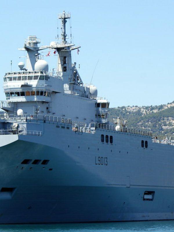 Le Mistral Porte-Hélicoptères dans la rade de Toulon - Visit Provence Francce