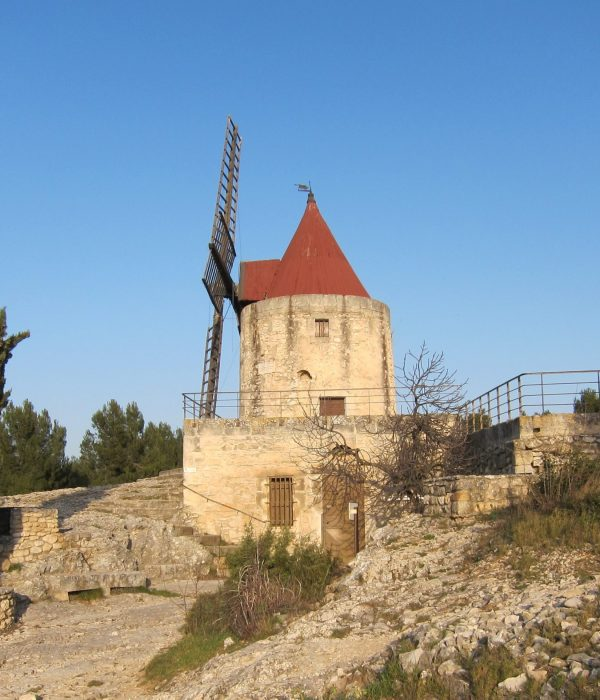 building-chateau-tower-church-chapel-fortification- Visit Provence